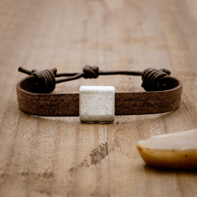 Equitable Bracelet [Brown]