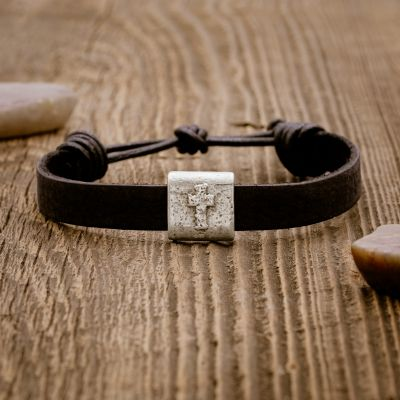 Equitable Leather Cross Bracelet [Black]