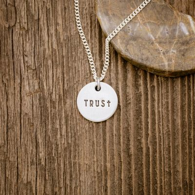 Trust Disc Pendant Necklace [Sterling Silver]